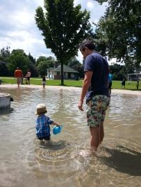 Daddy rocking the splash pad look